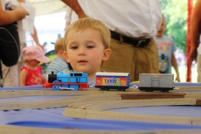 Build Thomas Train Table Track Plans DIY PDF woodworking
